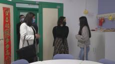 La delegada de educación en Huelva visita el IES Diego Guzmán de Quesada por la implantación del diploma de bachillerato internacional