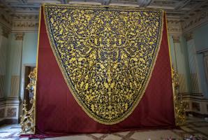 Nuevo manto de la Virgen de La Amargura de la Hermanadad del Nazareno de Huelva